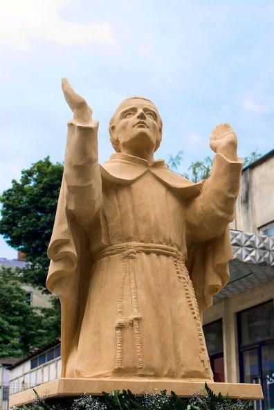Освячення статуї святого Яна з Дуклі у дворику Митрополичої Курії Львівської Архідієцезії РКЦ