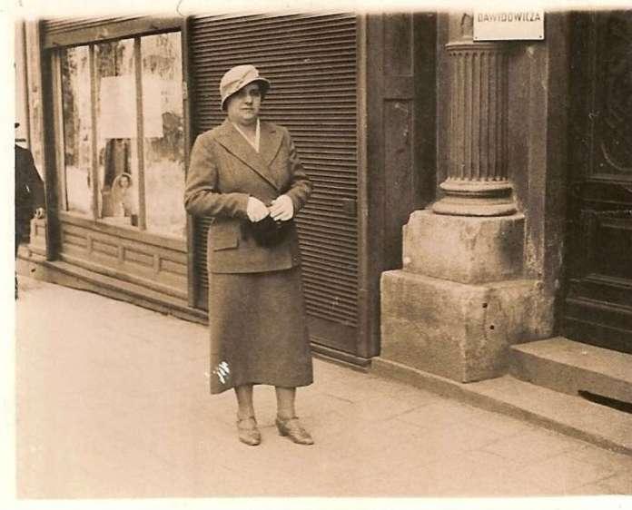 На вулиці Леона Сапєги. Фото до 1939 року