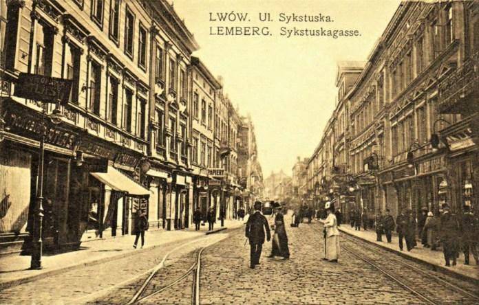 Забудова початкового відрізку вулиці Дорошенка (праворуч-№2,4 -ліворуч - 3,5). Поштівка початку XX сторіччя