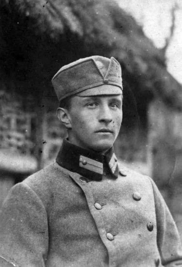 Роман Купчинський (1894-1976) -четар січових стрільців, сотня якого відбила будинок №8 на вулиці Бема у 1918 році