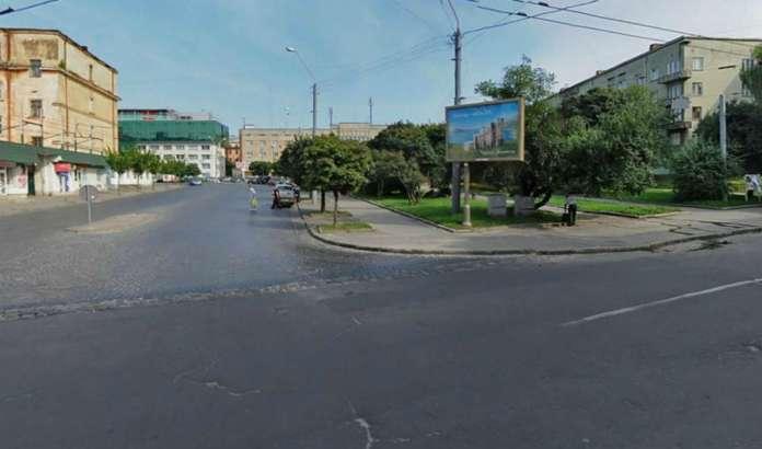Площа Петрушевича у Львові, вид з вулиці Шота Руставелі. Фото наших днів