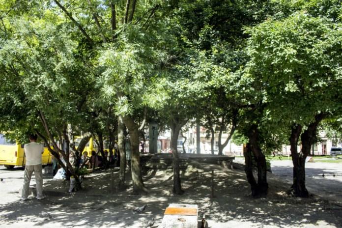 Фрагмент площі Святого Теодора. Фото 2015 року