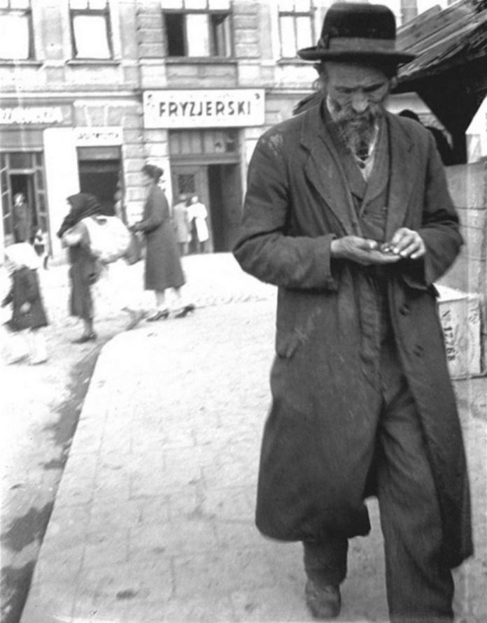 Сцена на площі Святого Теодора. Фото до 1939 року