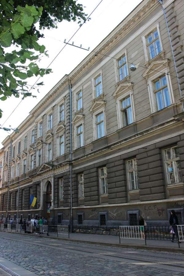 Колишня Семінарія Святого Духа, нині - корпус університету Франка на Дорошенка, 41. Фото 2015 року