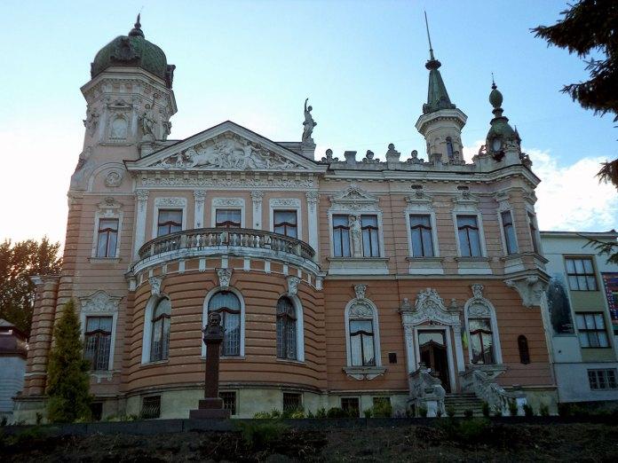 Будівля Національного музею імені Андрея Шептицького на вулиці Драгоманова у Львові