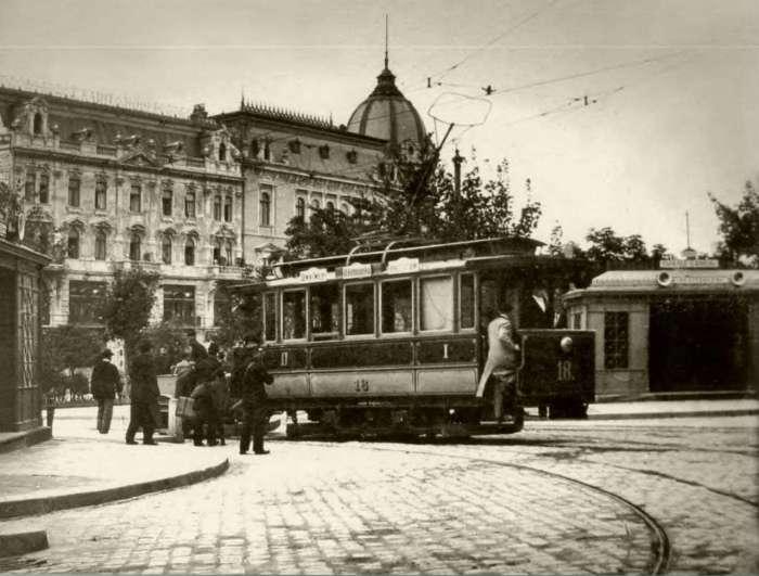 Павільйони-зупинки на сучасному проспекті Свободи. Фото початку XX сторіччя