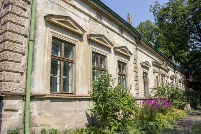 Давній будинок Крайової лісової школи. Фото 2015 року