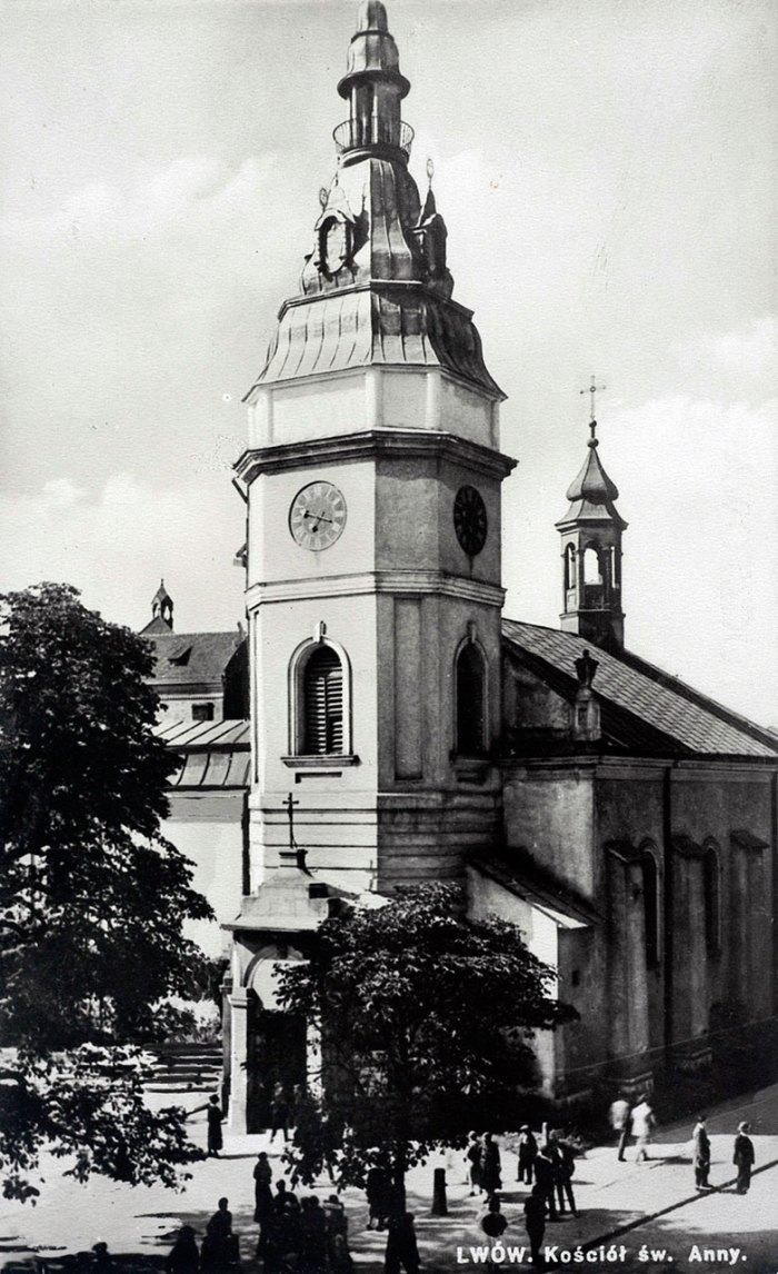 Годинник на вежі церкви Св. Анни у Львові