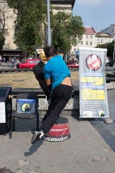 ПутStop - це боксерський манекен в образі Путіна в центрі Львова
