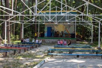 Літня сцена дитячого центру оздоровлення, відпочинку та туризму «Росинка»