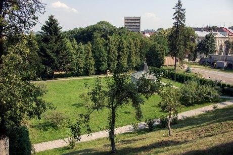 Верхні митрополичі сади на схилі Святоюрської гори