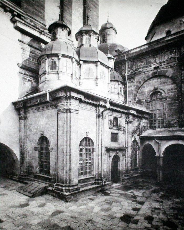 Каплиця Трьох Святителів при храмі Успення Пресвятої Богородиці у Львові