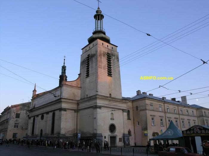Костел Кларисок на площі Митній