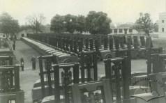 Львівський завод автонавантажувачів. Серія автонавантажувачів на заводському подвір'ї, фото 1949-1950 років