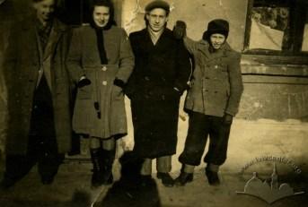 Зимовий одяг мешканців Львова, фото 1941-1942 років