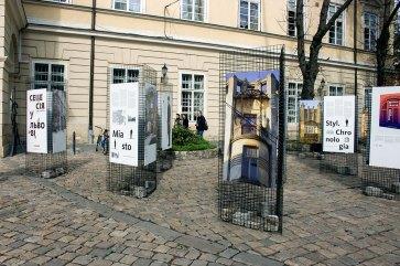 """Експозиція виставки """"Сецесія у Львові"""" на площі Ринок"""