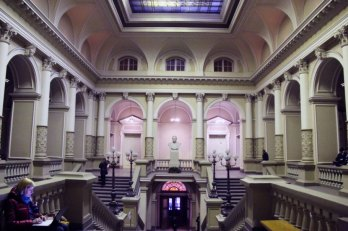 Хол головного корпусу Львівського національного університету імені Івана Франка, фото наших днів