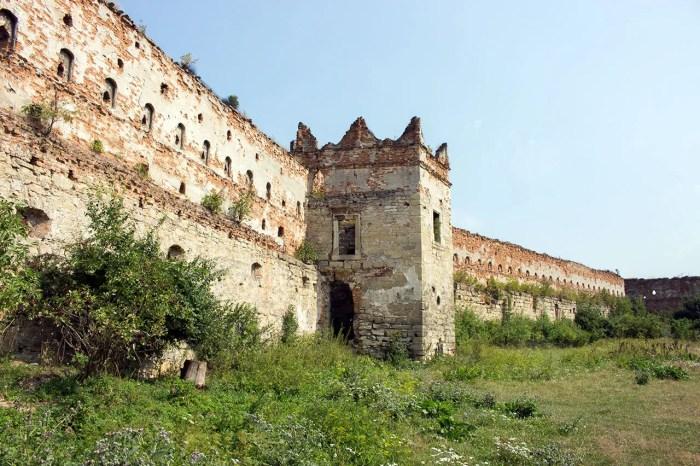 Замок в Старому Селі, фото 2015 року