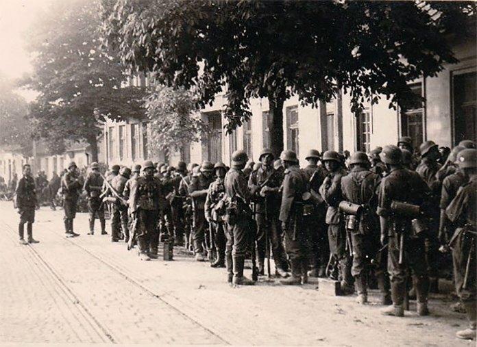 «Нахтігаль» у передмісті Львова. Привал. Ранок 30 червня 1941 року.