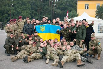 Українські та американські військові на святі з нагоди Дня захисника Вітчизни на Яворівському полігоні, фото 14 жовтня 2015 року.