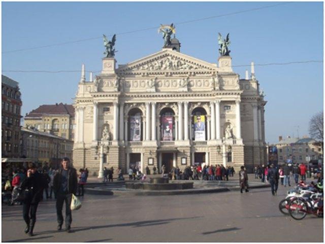 Вигляд на Львівський оперний театр, 2015 рік, автор Володимир Прокопів.