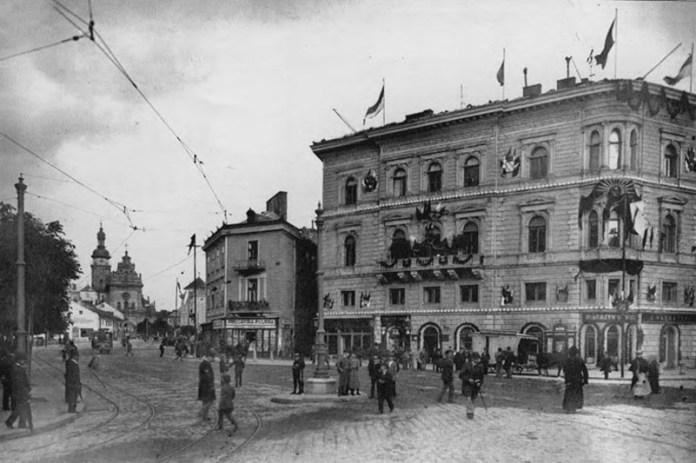Будівля за адресою пл. Галицька, 15 або пр. Шевченка, 1. Фото Францішека Рихновскі, 1894 рік