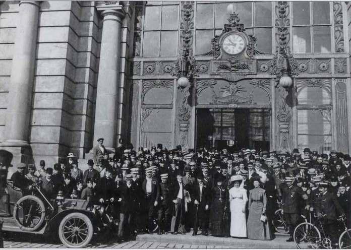 Одна із перших світлин, на котрих зображено автомобіль у Львові. Авто Роллс-Ройс Сілвер Гост. Фото 1907-1910 рр.