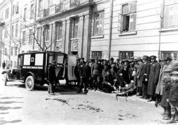 Карета «Швидкої допомоги» у Львові на площі Стрілецькій (Д. Галицького). Фото 1918-1939 рр.