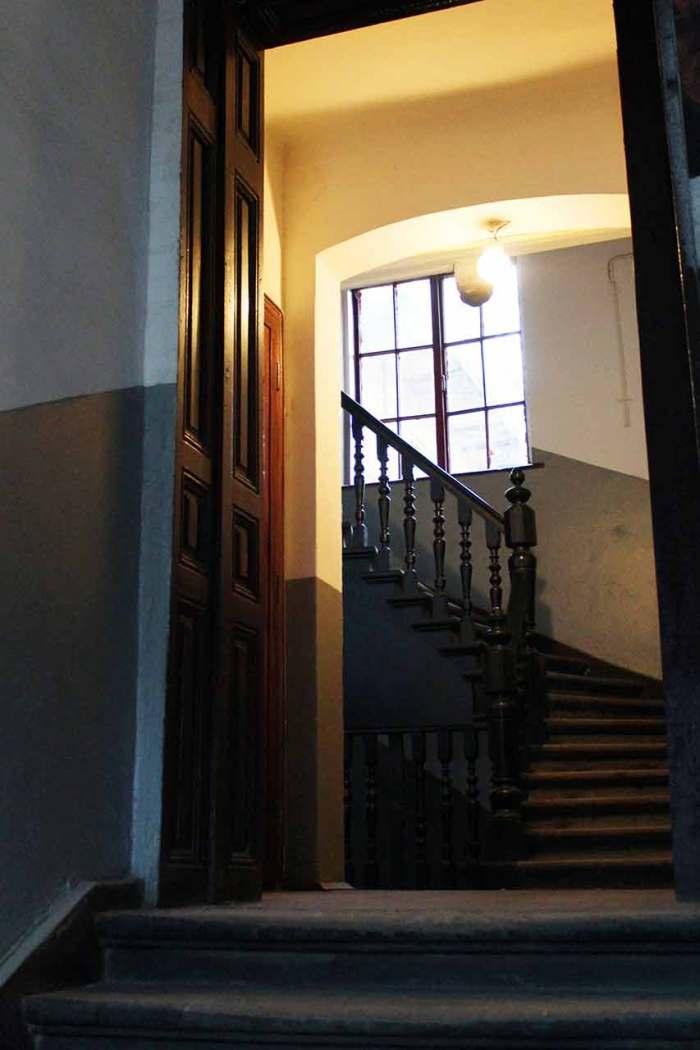Під'їзд у будинку №44 на вулиці Івана Франка у Львові (колишня вул. Панська)