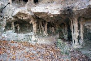Ґрот Прийма, залишки давньоруського городища, зокрема його печери