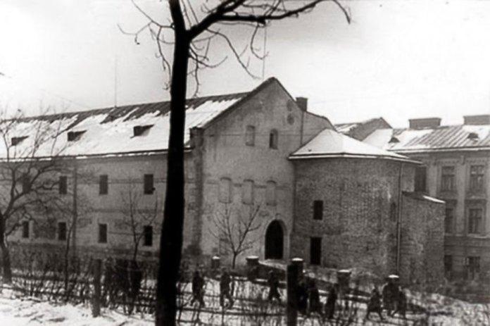 Львів, вежа Токарів та Линників поруч з Міським Арсеналом. Фото початку XX століття