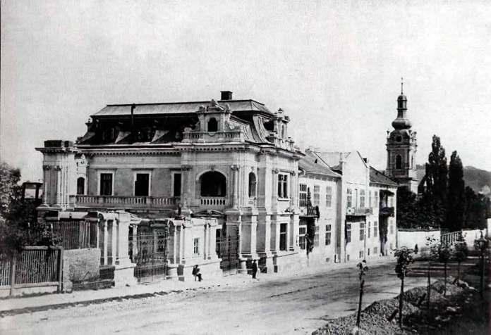 Вигляд на колишній Палац Сапіг у Львові по вулиці Коперника. Фото 1870 року. Автор Юзеф Едер.