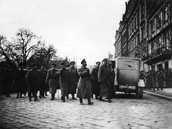 Прибуття російського царя Миколи ІІ до Львові, палац Намісництва, фото 22 квітня 1915 року