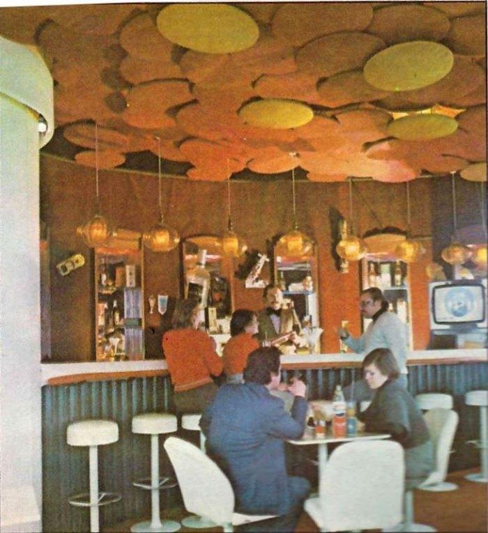 Інтер'єр кафе «Вежа» в 1970-х роках. Фото з книги «Львів. Туристський інформатор»