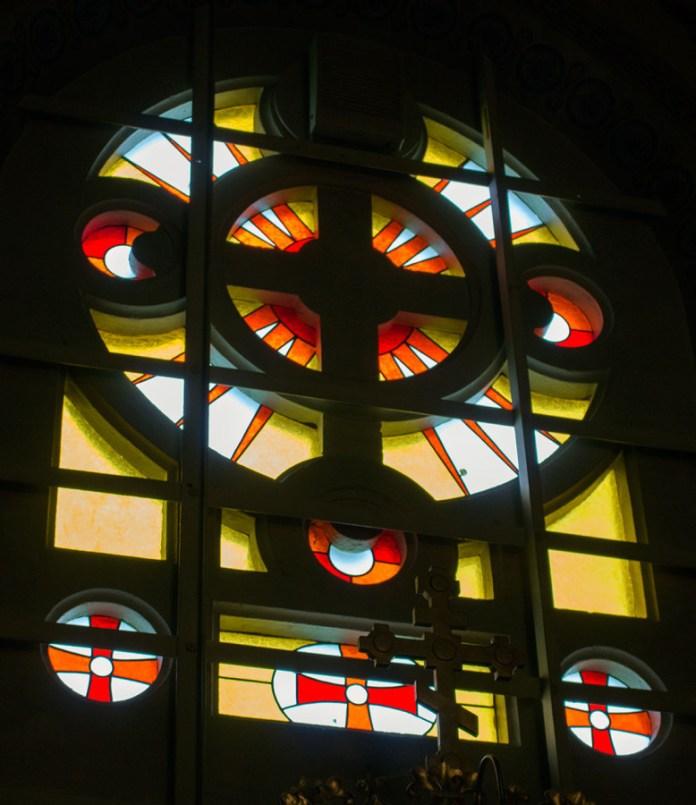 Вітраж церкви Вознесіння Господнього на Знесінні, фото 2015 р.