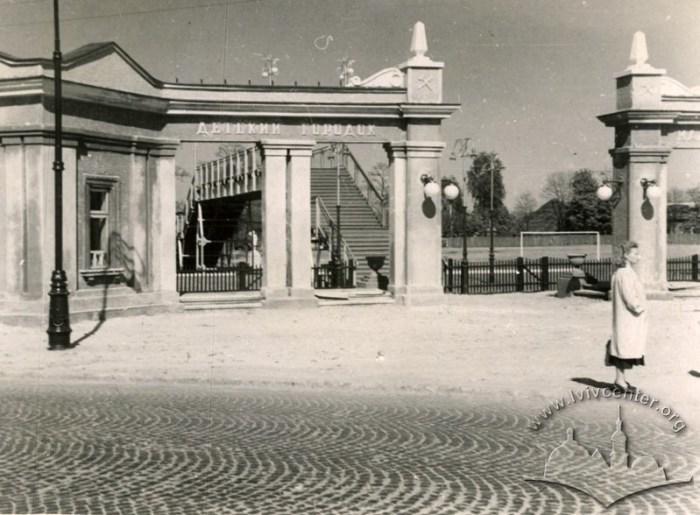 Станція Дитячої залізниці «Дитяче містечко». Фото першої пол. 1970-х рр.