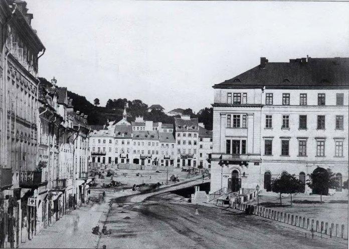 Площа Краківська (Ярослава Осмомисла). Вид з площі Голуховського (Торгової). Фото до 1876 року.