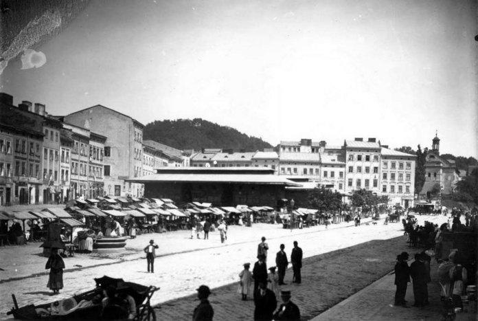 Новозбудований павільйон «Базару торгового міського». Фото 1880-х років.