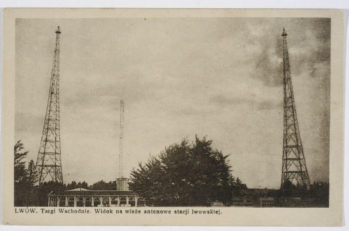 Радіовежі в Стрийському парку. По центрі найдавніша з веж. Фото 1932 року