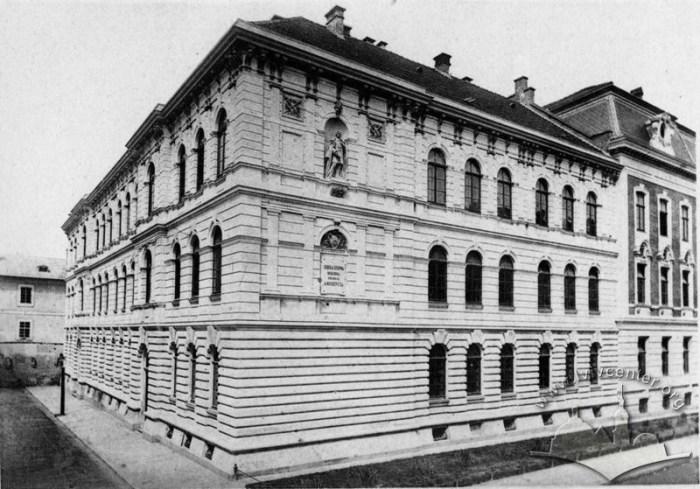 Будівля 62 школи на вулиці Театральній, зведена на місці монастиря францисканців. Фото 1892 року