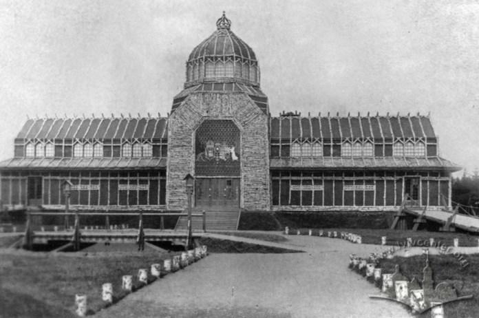 Центральний павільйон Військової виставки у Стрийському парку. Фото 1916-1918 рр.