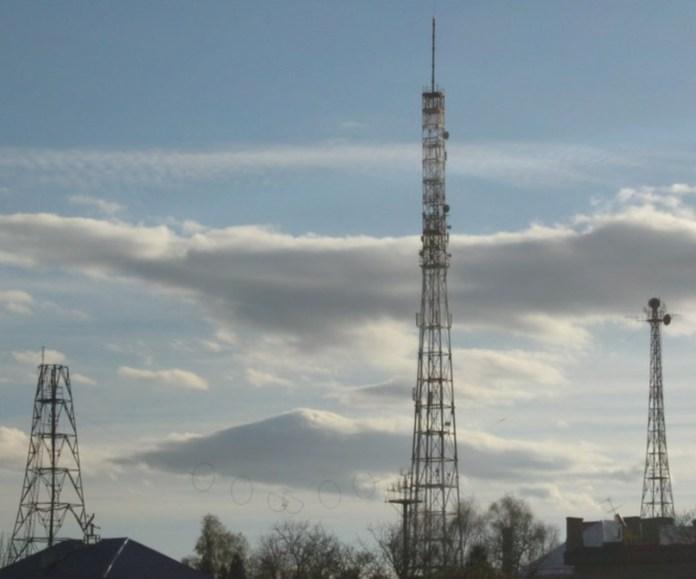 Радіовежі на вулиці Любінській. По центру нова вежа. Сучасне фото