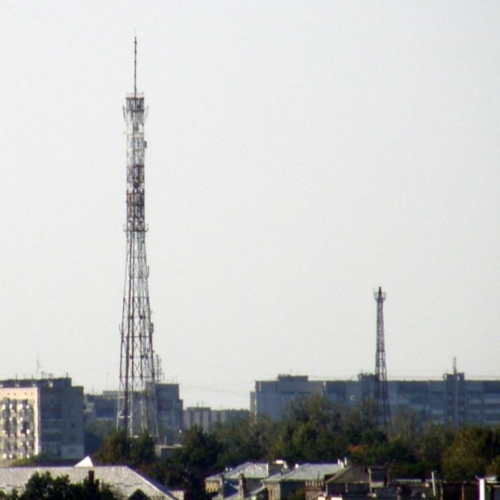 Нова та стара радіовежі на вулиці Любінській. Фото 2000-х рр.