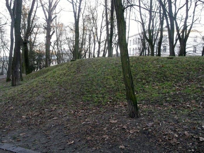 Німецьке бомбосховище в парку ім. Івана Франка. Сучасне фото