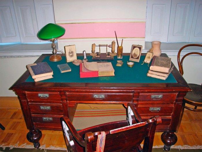 Робочий стіл Дмитра Яворницького
