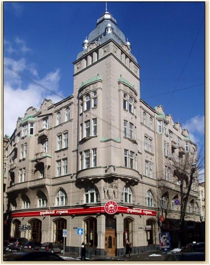 Сучасний вигляд будинку № 12, що знаходиться на вул. Січових Стрільців. Автор фото – Юлія Сосновська.