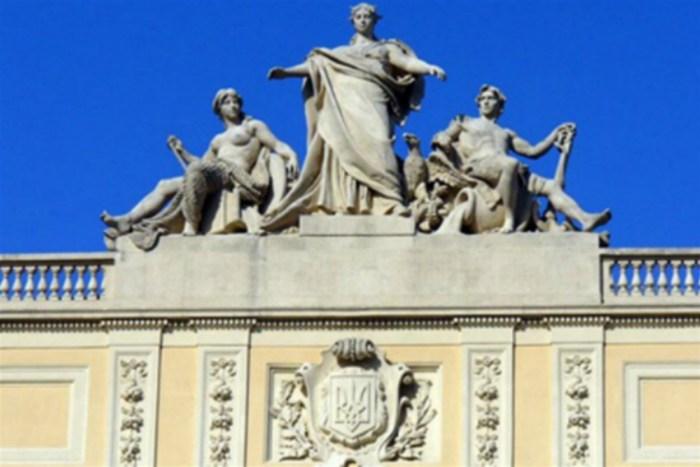 Скульптурна група Т. Ригера на фасаді головного корпусу ЛНУ ім. Івана Франка