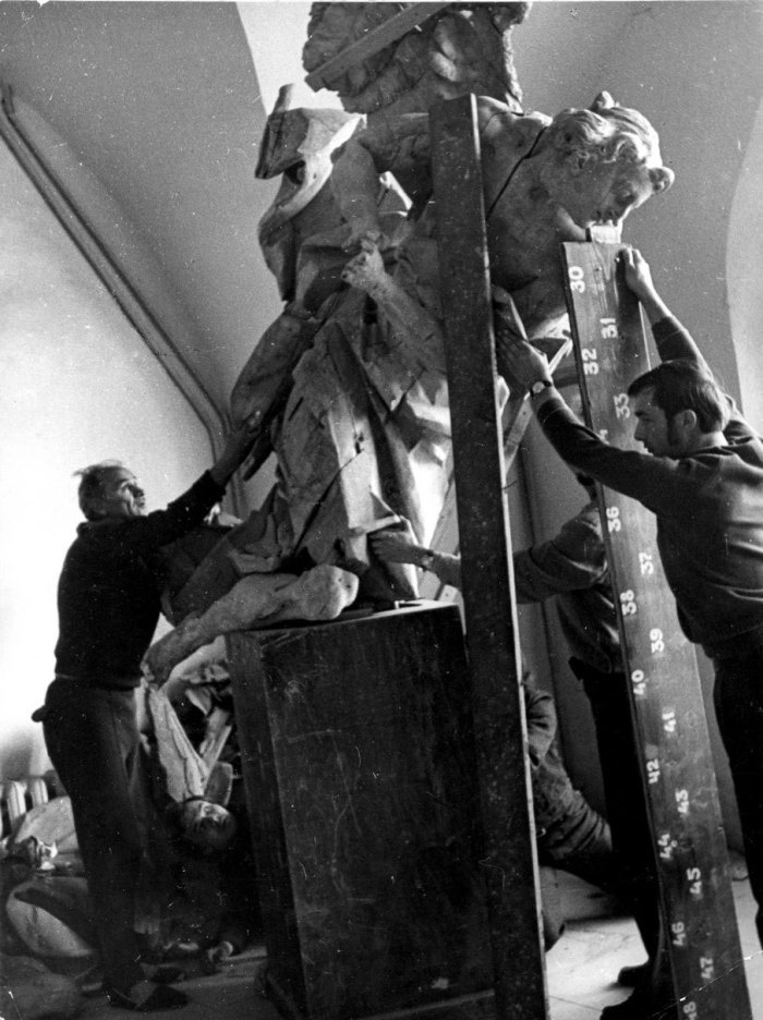 Відкриття багатолітнім директором Львівської національної галереї мистецтв, Героєм України Борисом Возницьким музею-заповідника «Олеський замок» як відділу галереї