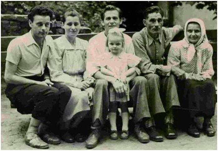 Богдан Сташинський з родиною