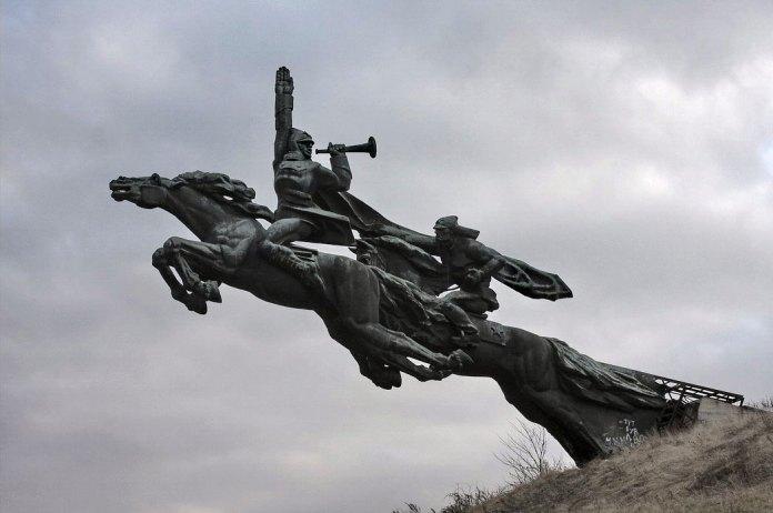Пам'ятник першій кінній армії
